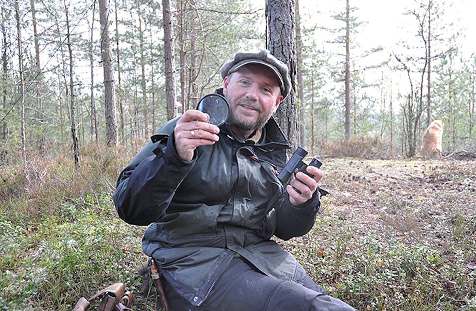 KIKKERTOGLUPE: Per Ingvar Haukeland anbefaler kikkert og lupe i sekken.