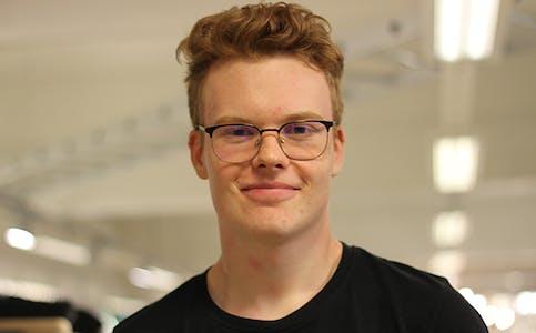 SELJAR: Markus (19) jobbar med sal og kundeservice på Mekk.