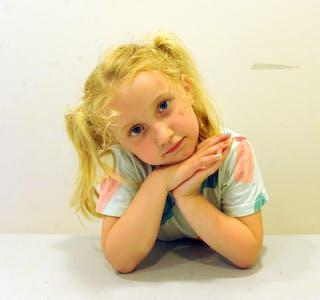 BARNEPRATEN: I Barnepraten denne veka kan du bli kjent med Anna (5).