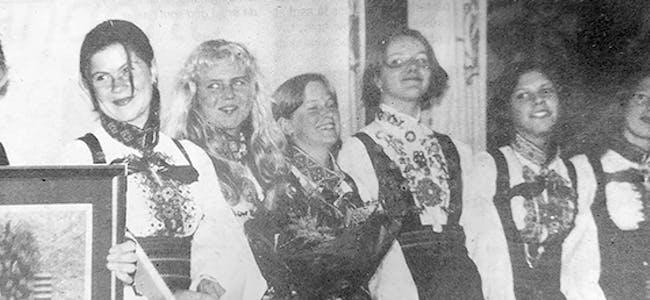Inger Marie Olsen, Ingebjørg Bø, Marie Aarrestad, Margrete Seljord og Anita Lønnestad er glade og blide representatnar frå  Bø Juniorspelemannslag
