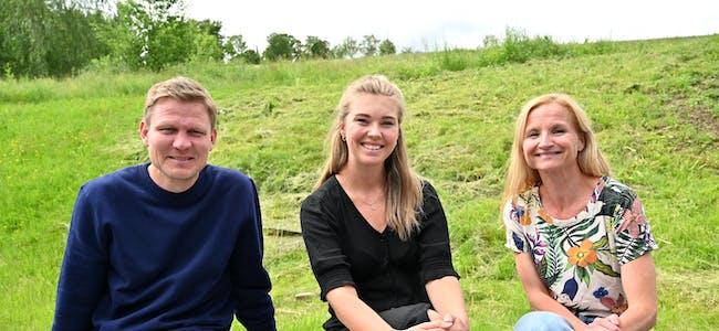 MANGEBALLARILUFTA: Trioen bak TelemarkVeka,prosjektleiar Tormod Hynne og medarbeidarane Anette Schia Kaasa og Marianne Dale, begge tilsett i Visit Bø, er inne i ei krevjande veke. Dei ser også framover mot komande arrangement.
