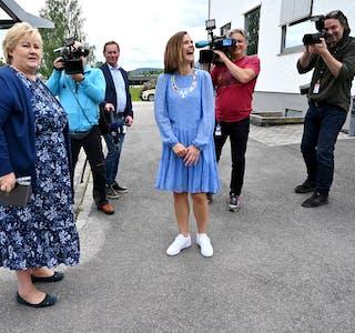 BESØKTE BØ. Statsminister Erna Solberg (t.v.) var på friarferd i Bø i sommar.