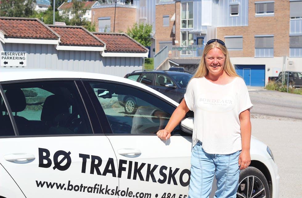 TRAVEL: Svært mange vil ta førarkort for tida, noko som mellom anna fører til travle tider for Camilla Innleggen ved Bø Trafikkskole.