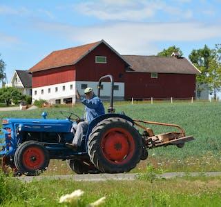 210805 Lesarbilete Halvor Haugland traktor