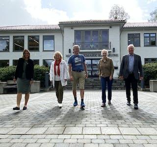LOKALE POLITIKERE: Frå venstre: Siri Blichfeldt Dyrland (SP), Vigdis Olafsen (SV), Espen Lydersen (MDG), Ingebjørg Ø. Nordbø (MDG) og Steinar Sæland (V) står på lista til Stortingsvalet for sine partier.  Kommunehus, politikk