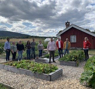 BESØKSRUNDE. Partiet Raudt Midt-Telemark besøkte Standard Bio, Hellek Berge og Evju Bygdetun sist veke.
