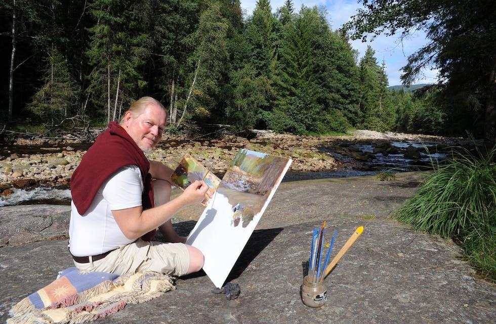 BERGINGSBRU: Ved Bergingsbru på Hørte kan ein ofte treffe på kunstaren Jonny Andvik som sit ute og målar.