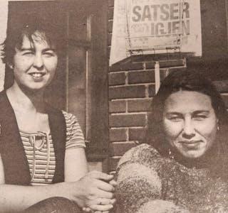 Tone Lundeberg Reinholt (t.v.) og Grethe Rønningen på TA-trappa.