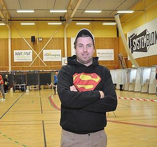 Val valdagen 2021  Bø stemmelokale stemme  Glen Mario Carlsen har stemt for andre gong