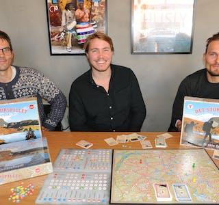 TURSPELET: Brødrene Anders (f.v.) og Lars Steinar Hefre frå Bø og syskenbarnet deira Johnny Kvaale Bjerk (midten) frå Eidsborg er glade i fjellturar og brettspel. Det har blitt til «Det store turspillet».